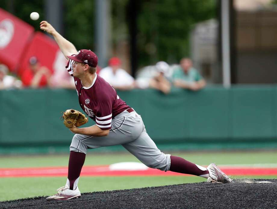 Texas A&M pitcher Stephen Kolek (32) pitches during the first inning of Game 6 of an NCAA Regional baseball game at Schroeder Park, in Houston, Monday, June, 5, 2017.   ( Karen Warren / Houston Chronicle ) Photo: Karen Warren, Staff Photographer / 2017 Houston Chronicle