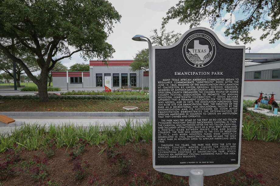 A historical marker recounts the history of Emancipation in Houston's Third Ward. ( Steve Gonzales  / Houston Chronicle ) Photo: Steve Gonzales, Staff / © 2017 Houston Chronicle