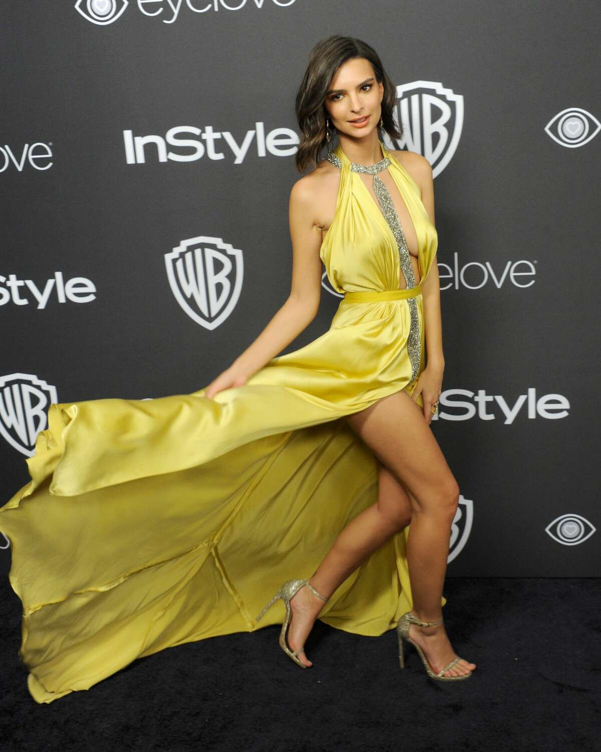 BEVERLY HILLS, CA - JANUARY 08: Emily Ratajkowski arrives at the 18th Annual Post-Golden Globes Party hosted by Warner Bros. Pictures and InStyle at The Beverly Hilton Hotel on January 8, 2017 in Beverly Hills, California. (Photo by Gregg DeGuire/FilmMagic)