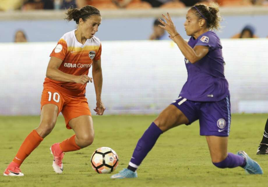 Orlando Pride defender Monica Hickman Alves (21) tries to stop Houston Dash forward Carli Lloyd (10) moving forwardduring the second half of the game at BBVA Compass Stadium Saturday, June 17, 2017, in Houston. The Dash lost to Pride 4-2. ( Yi-Chin Lee / Houston Chronicle ) Photo: Yi-Chin Lee/Houston Chronicle