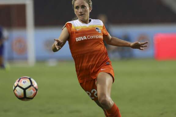Houston Dash defender Camille Levin (22) goes after the ball during the first half of the game at BBVA Compass Stadium Saturday, June 17, 2017, in Houston. ( Yi-Chin Lee / Houston Chronicle )