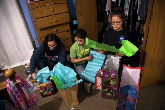 Rebecca Rodriguez, 15, Karen Rodriguez, 18, and Kimberly Rodriguez, 10, prepare the Father's Day gifts, Friday, June 16, 2017. The sisters are planning to wake up their father Juan Rodriguez early on Father's Day to give him the different gifts they have collected the las several days. Photo: Marie D. De Jesus, Houston Chronicle / © 2017 Houston Chronicle