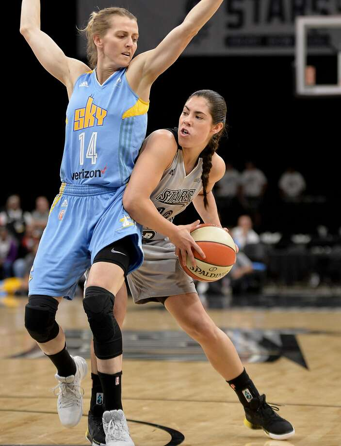 The WNBA's top pick, Kelsey Plum (right, driving against Chicago's Allie Quigley), is off to a slow start with San Antonio. Photo: Darren Abate, San Antonio Express-News