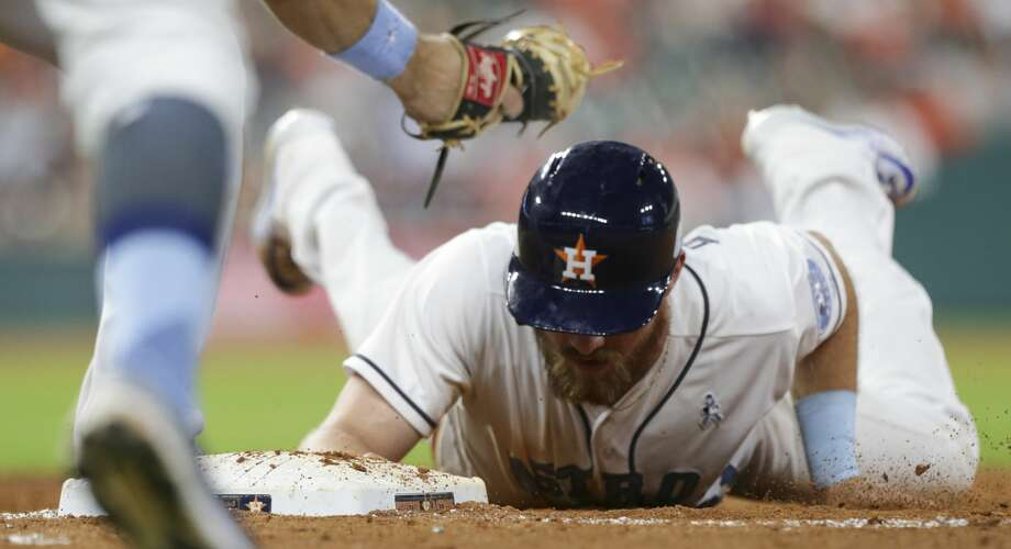 Houston Astros left fielder Derek Fisher (21) is back to the first base while Boston Red Sox relief pitcher Craig Kimbrel (46) is trying to pick him off during the bottom ninth inning of the game at Minute Maid Park Sunday, June 18, 2017, in Houston. ( Yi-Chin Lee / Houston Chronicle ) Photo: Yi-Chin Lee/Houston Chronicle