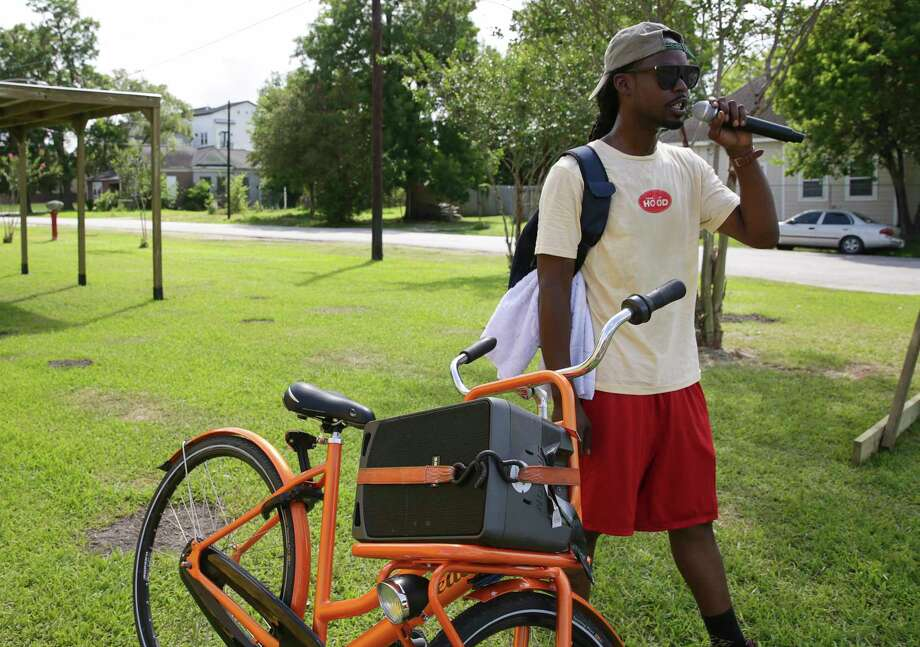 Alan Moore, co-founder of 3rd Ward Tours, uses microphone and speaker to lead the bicycle tour Sunday, June 18, 2017, in Houston. The tour has many stops to tell histories in the Third Ward community. Photo: Yi-Chin Lee, Houston Chronicle / © 2017  Houston Chronicle