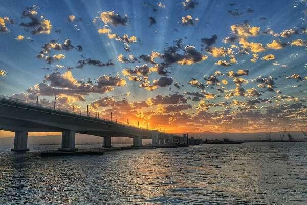 @vogtkenjoe  photographed the sunrise over the Bay Bridge.