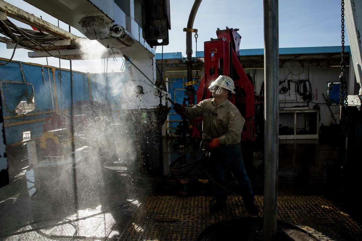 FILE Â?- Danny Perez, a floor hand, washes a rig with water, at Latshaw DrillingÂ?'s Oil Rig 43 in Midland, Texas, Feb. 8, 2017. Companies working to tap shale reserves, especially across Texas, have survived the Organization of the Petroleum Exporting CountriesÂ?' attempts to kill off production, but they are limping from the depressed crude prices that make eking out a profit a daily struggle. (Ilana Panich-Linsman/The New York Times)