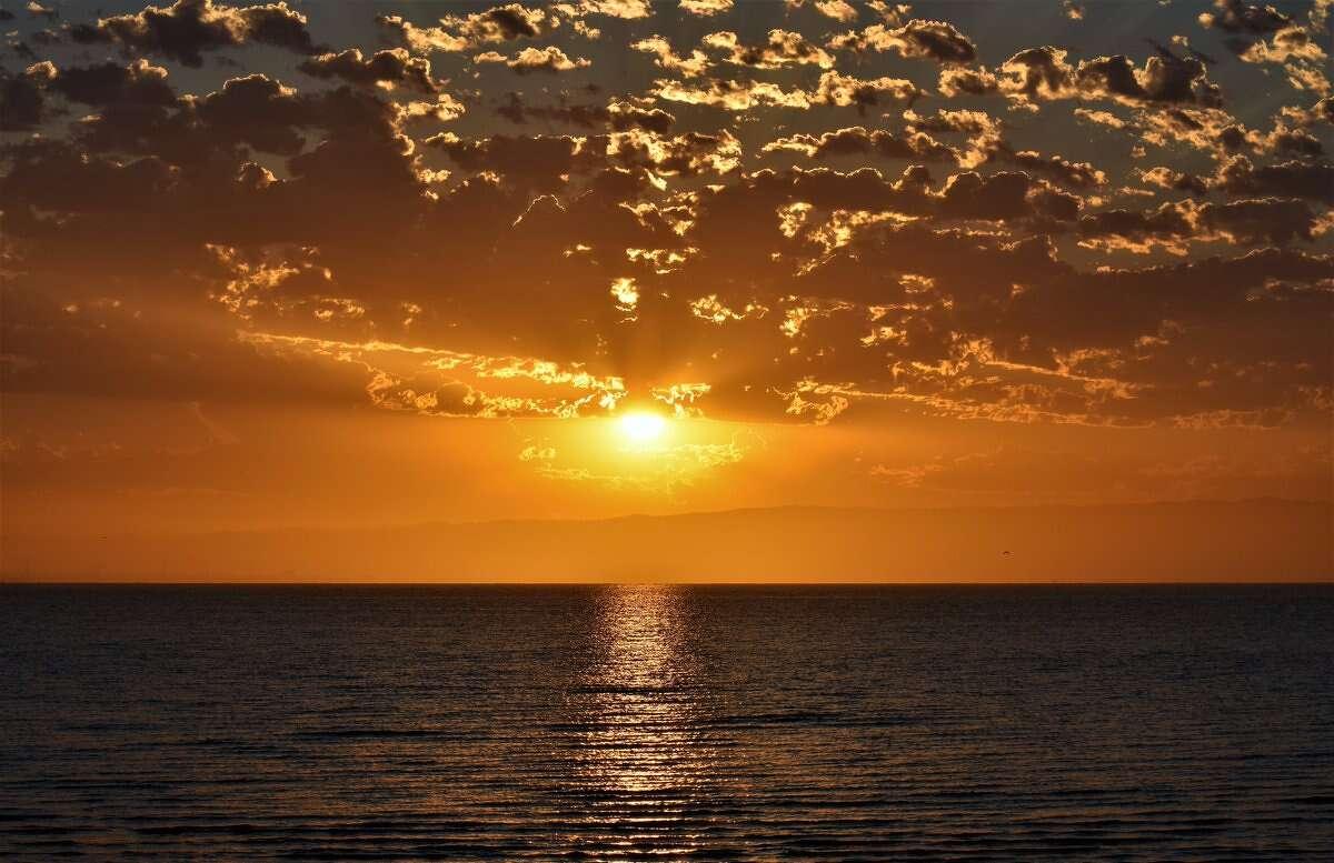 @gerardcorbett photographed the sunrise over the San Francisco Bay.