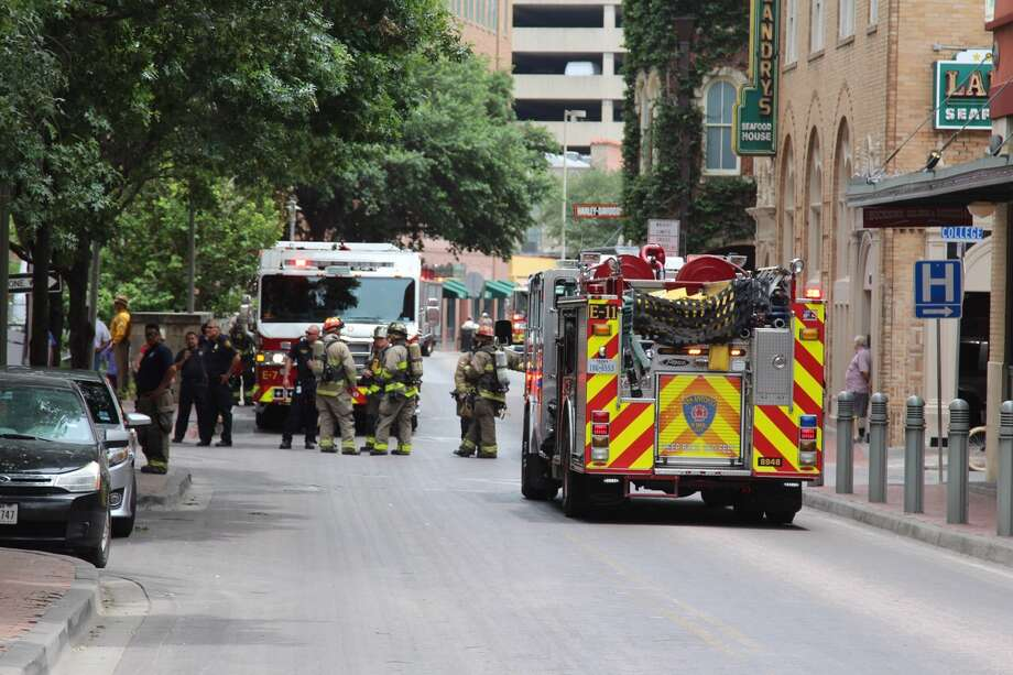 Smoke billowing from a building in the 400 block of Houston Street in downtown San Antonio resulted in a large emergency response on Monday, June 19, 2017. Photo: Tyler White / San Antonio Express-News