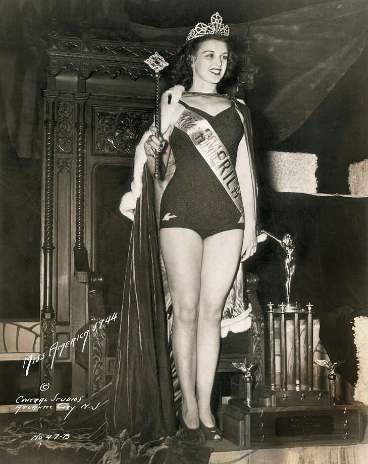 Portrait of Miss America 1944 Venus Ramey Holding Her Scepter (Photo by George Rinhart/Corbis via Getty Images) Photo: George Rinhart/Corbis Via Getty Images
