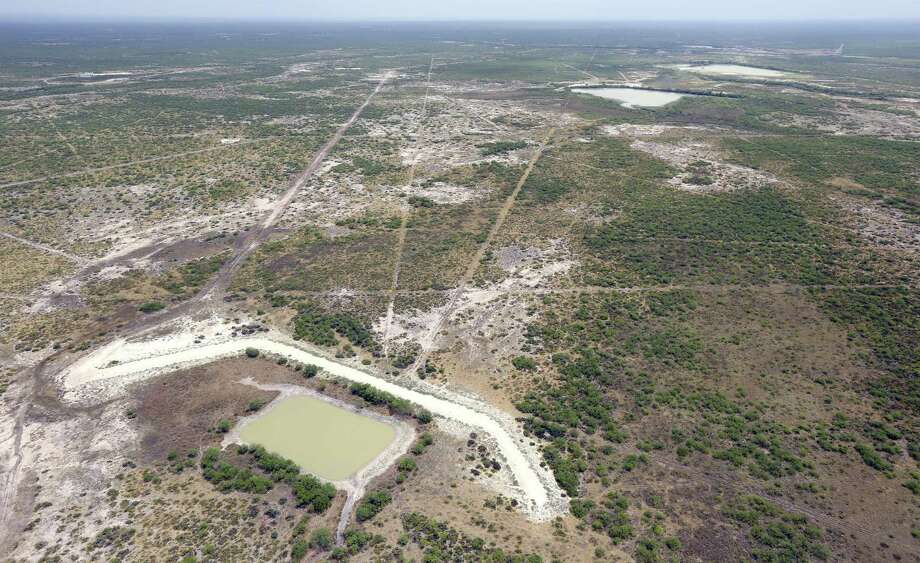 The proposed 953-acre landfill project in Webb County will be discussed Tuesday in an official public meeting held by the Texas Commission on Environmental Quality. Photo: William Luther|San Antonio Express-News / © 2016 San Antonio Express-News