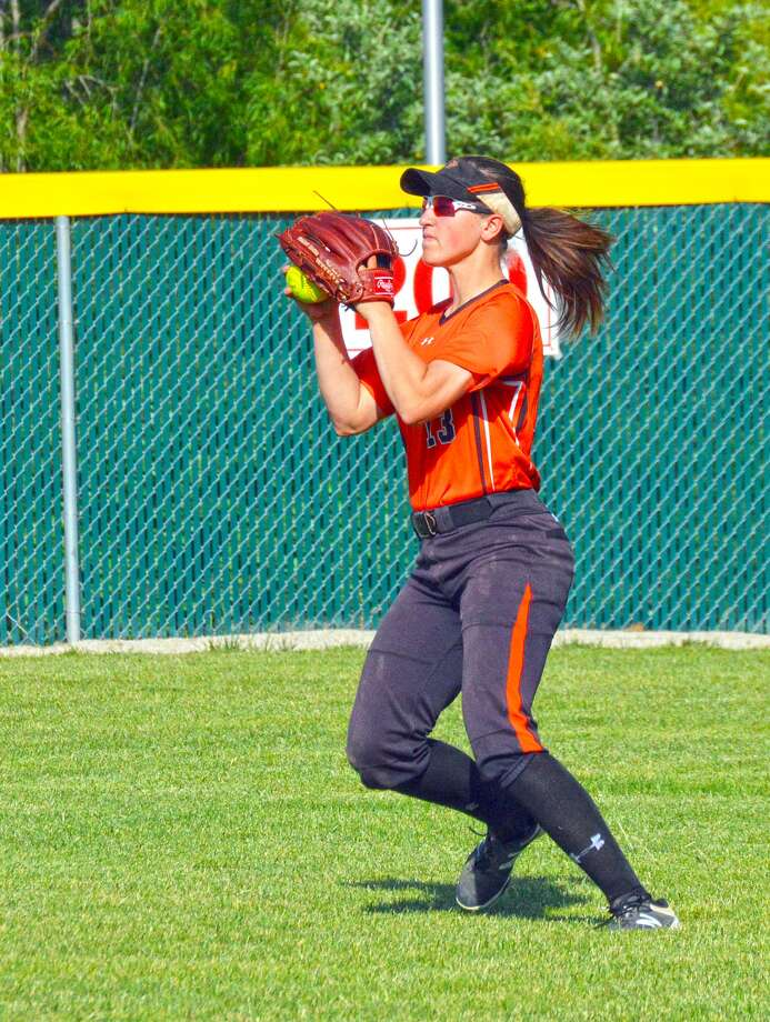 Edwardsville's Sarah Hangsleben prepares to throw the ball into the infield during a game at Alton.
