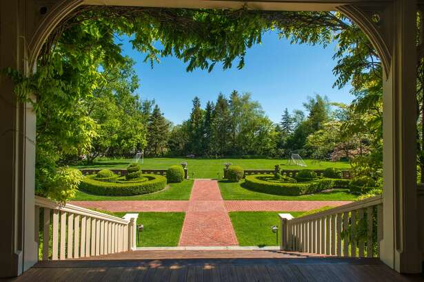 144 Mayo Avenue, Greenwich, CT    7 bedrooms | 6 bathrooms    Click here for full listing