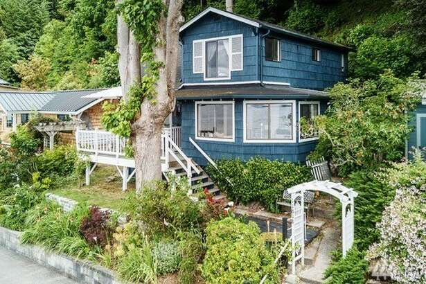 11818 Sylvan Beach Walk S.W., listed for $599,000. See  the full listing here .