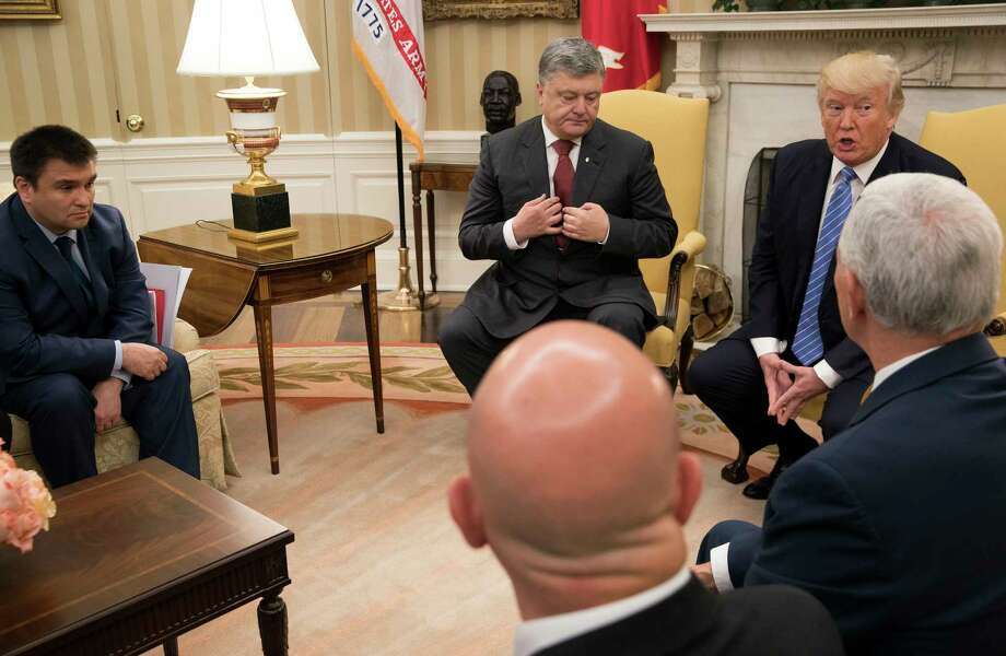 President Donald Trump meets with Ukrainian President Petro Poroshenko in the Oval Office at the White House, in Washington on Tuesday. Photo: STEPHEN CROWLEY, STF / NYTNS