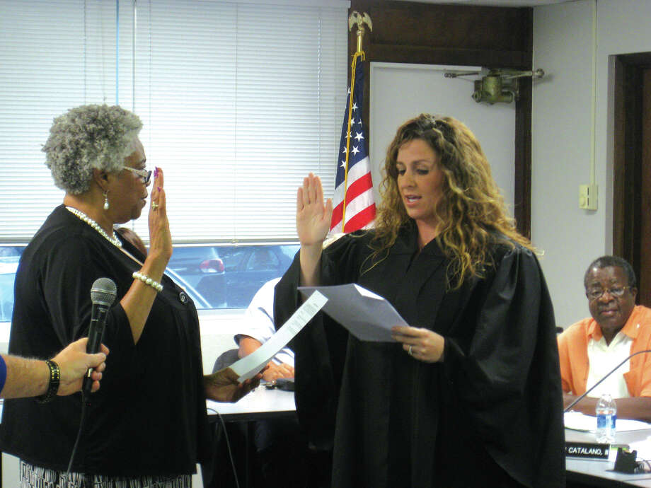 Debra Pitts, left, is sworn in as a member of the Edwardsville District 7 Board of Education by Third Judicial Circuit Judge Sarah Smith at Monday's board meeting at Hadley House. Photo: Julia Biggs • Intelligencer