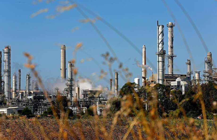 "A public health advisory was issued in Martinez and Pacheco after an early morning ""upset"" at the Shell oil refinery in Martinez, Calif. on Friday July 6, 2018. Photo: Michael Macor / The Chronicle"
