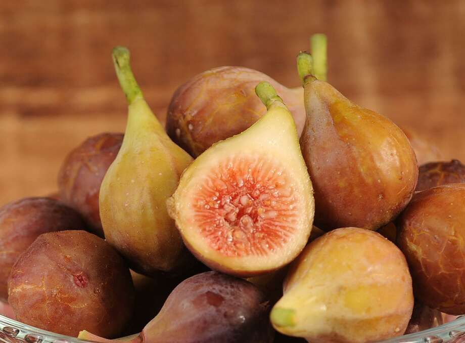 Fresh figs can be found on San Antonio area trees through the summer. Photo: Paul Stephen / San Antonio Express-News