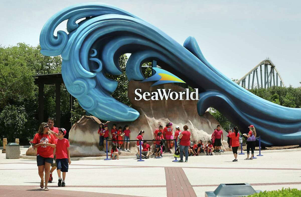 Although SeaWorld San Antonio is temporarily closed, the theme park is findings ways to contribute to the community.