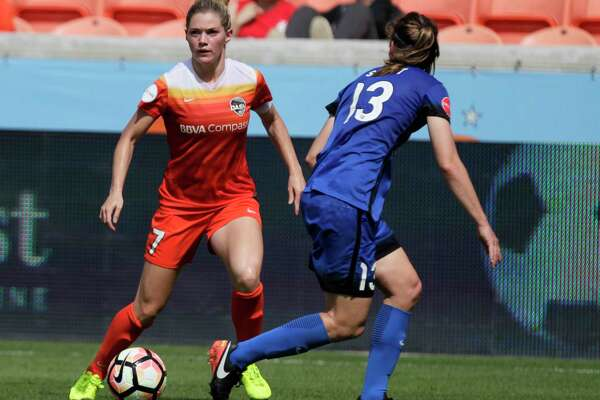 Houston Dash forward Kealia Ohai (7) dribbles the ball while Seattle Reign FC defender Rebekah Stott (13) is defensing her during the second half of the game at BBVA Compas Stadium Saturday, May 27, 2017, in Houston. ( Yi-Chin Lee / Houston Chronicle )