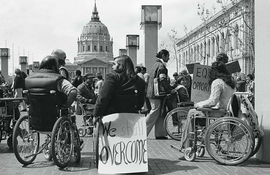 Protesters gather outside San Francisco's federal building in April 1977. Photo: Anthony Tusler, Courtesy Of Patient No More