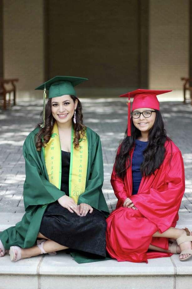 Las hermanas Raquel y Alondra Reyes tuvieron sus respectivas graduaciones. Photo: Foto De Cortesía
