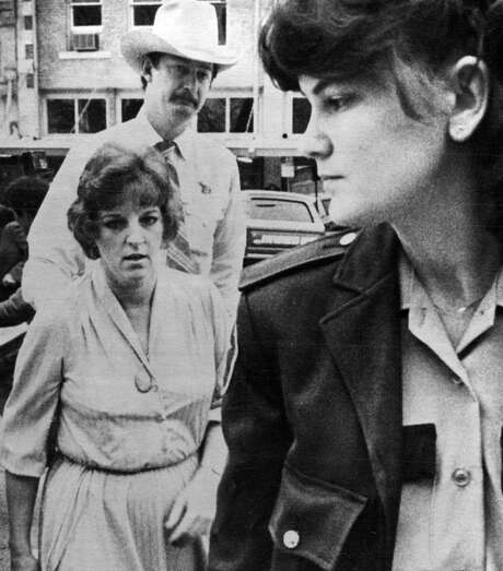 1/16/1984 Georgetown, Texas Genene Jones, 33, facing trial on a murder charge alleging she killed a 15-month -old girl with a dose of a paralyzing drug arrives at Williamson County(Texas) courthouse Monday for the start of her trial. Escorting Ms. Jones are Deputies Monica Kiepac and Jim WIlson. Photo: AP / AP / AP