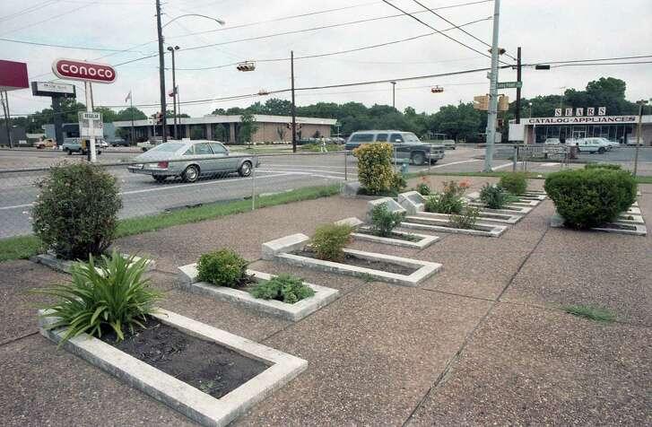 Hillendahl Cemetery on Longpoint in Spring Branch, June 10, 1987.
