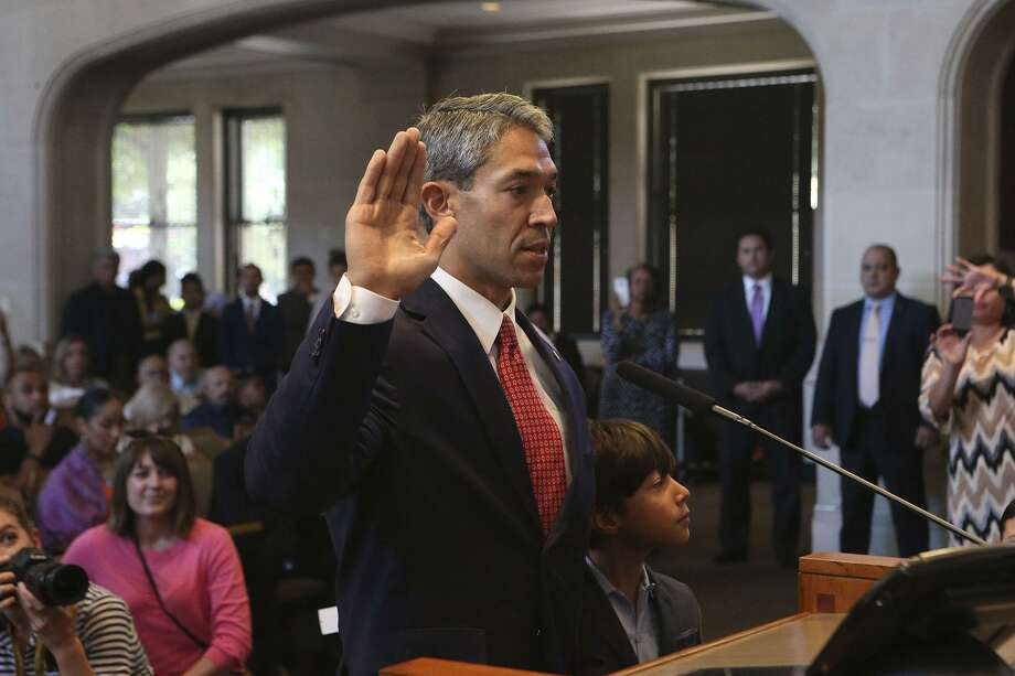 Ron Nirenberg is sworn in Wednesday as San Antonio's mayor. Several new council members were also officially sworn in at the Wednesday afternoon event held at council chambers. Photo: John Davenport /San Antonio Express-News / ©John Davenport/San Antonio Express-News
