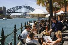 AUSTRALIA, New South Wales, Sydney Waterfront dining at Circular Quay with views over Sydney harbour