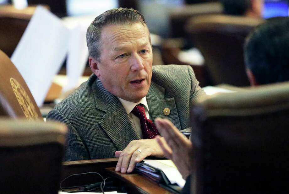 State Representative Ron Simmons, R-Carrollton, gets advice as the House version of the bathroom bill is considered on the floor on May 9, 2017. Photo: Tom Reel, Staff / 2017 SAN ANTONIO EXPRESS-NEWS