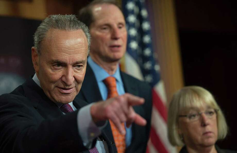 CAN-SPAM Act architects (L-R) U.S. Sen. Chuck Schumer (D-N.Y.) and Sen. Ron Wyden (L) on June 22, 2017, in Washington, D.C. On June 22, the Federal Trade Commission announced a review of elements of the CAN-SPAM Act of 2003 to assess its effectiveness and the costs of compliance. Photo: ANDREW CABALLERO-REYNOLDS / AFP /Getty Images / AFP or licensors