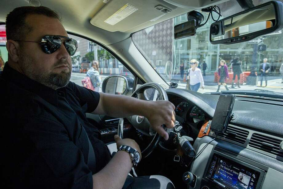 Hemerson Reis of Don Amigo Limousine drives with the Nexar app on his smartphone. Below: a view of the app. Photo: Santiago Mejia, The Chronicle