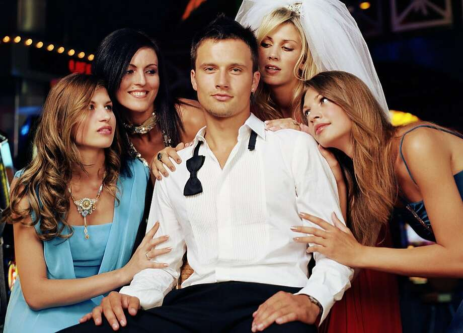 A man has cozy relationships with all of his previous exes. Photo: Jutta Klee, Getty Images