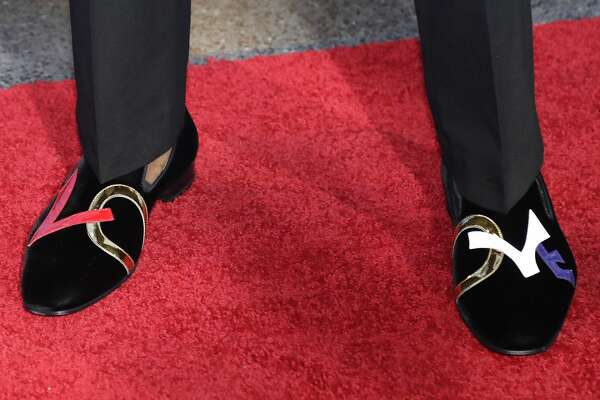 Kentucky's De'Aaron Fox shows off his shoes as he stops for photos while walking the red carpet before the start of the NBA basketball draft, Thursday, June 22, 2017, in New York. (AP Photo/Frank Franklin II)