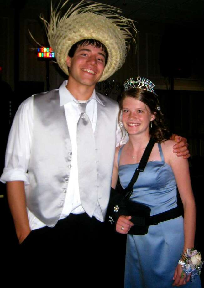 """SPECTRUM/Jesse Steinmetz and Linnea Quist reign as King and Queen of """"Promolulu,"""" the Shepaug Valley High School junior prom, May 27, 2010 at the Crowne Plaza in Southbury. Photo: Norm Cummings / The News-Times"""