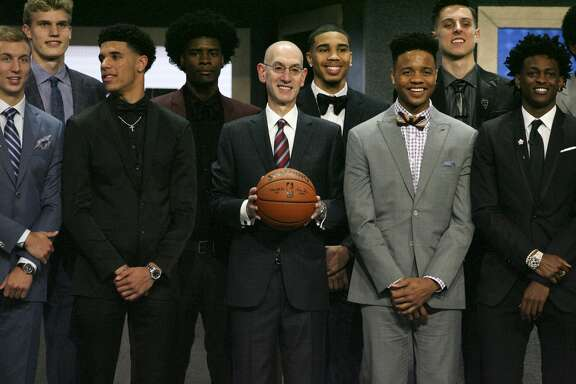 **EDS.: RETRANSMISSION OF XNYT197 SENT 06/22 TO CORRECT ID OF COMMISSIONER** NBA Commissioner Adam Silver stands with potential first-round draft picks, including Lonzo Ball, second from left, and Markelle Fultz, second from right, for a group photo before the 2017 NBA Draft at the Barclays Center in New York, June 22, 2017. (Earl Wilson/The New York Times)