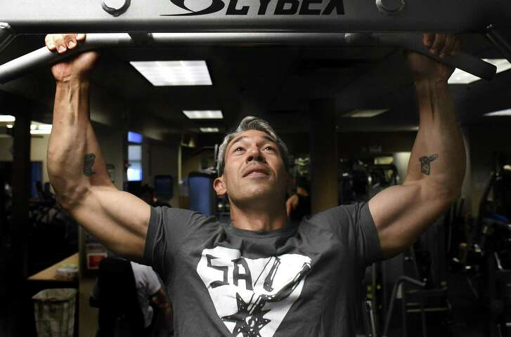 Mayor-elect Ron Nirenberg does pullups at the Jewish Community Center. A reader has an idea for how the new mayor can strengthen his standing in the community.