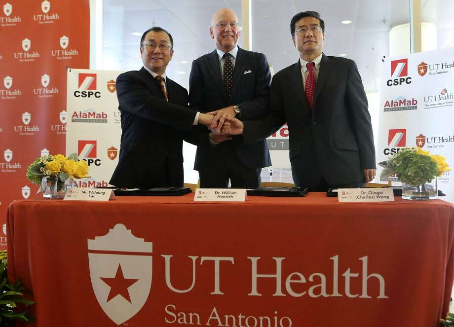 """Dr. William Henrich (center), president of UT Health San Antonio, CSPC CEO Weidong Pan Weidong Pan (left) and Dr. Qingxi """"Charles"""" Wang celebrate the official signing of global research and license agreements. Photo: Photos By John Davenport /San Antonio Express-News / ©John Davenport/San Antonio Express-News"""