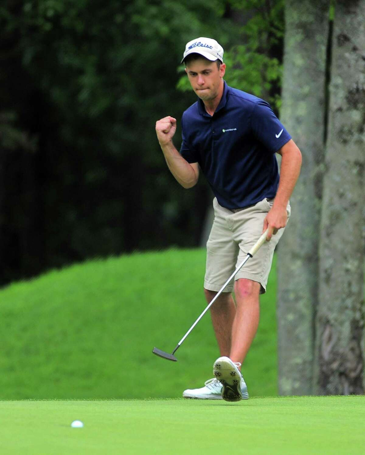 Richard Dowling sinks the final putt to win the 115th Connecticut Amateur.