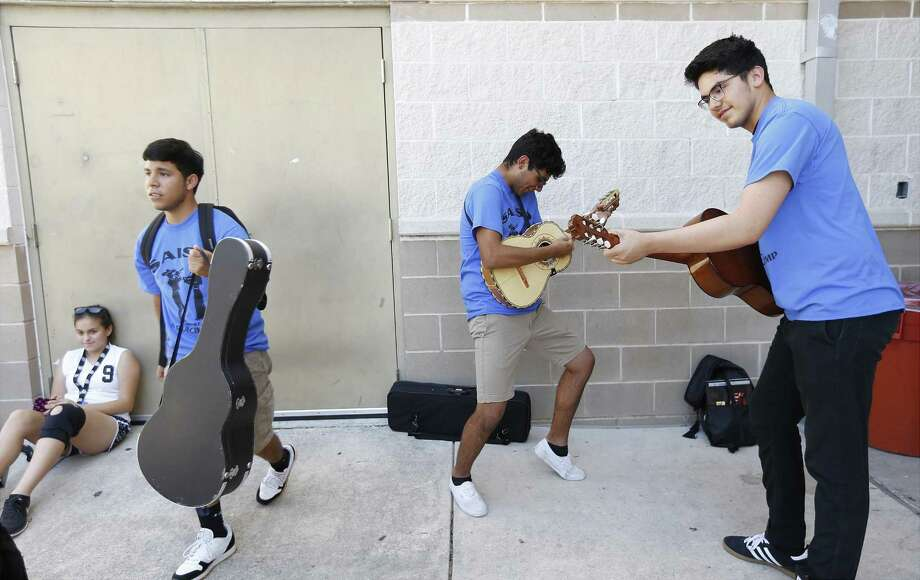 """Elijah Ramirez (right) and Zack Vara (center)  have an impromptu jam session at Mariachi Camp. Vara said mariachi """"changed me. It gave me a better under- standing of my culture, of my family, and of the city."""" Photo: Kin Man Hui /San Antonio Express-News / ©2017 San Antonio Express-News"""