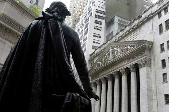 A statue of George Washington at Federal Hall faces the facade of the New York Stock Exchange.