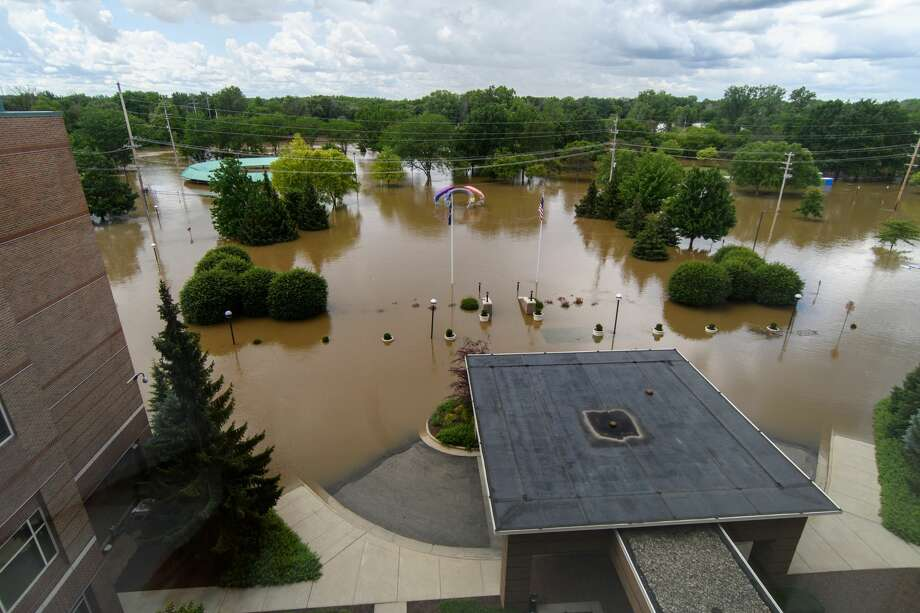STEVEN SIMPKINS|for the Daily News The Farmers Market and Tridge area under flood water Saturday as the river rises to near 32 feet. Photo: Steven Simpkins/Midland Daily Ne