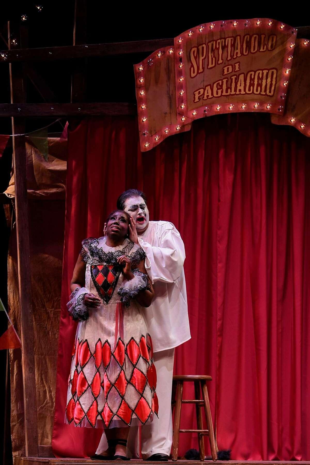 Hope Briggs (l.) as Nedda and tenor Alex Boyer as Canio in