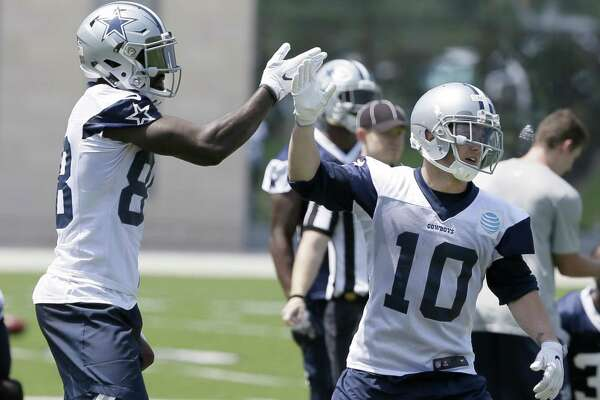 Cowboys Bryant Playing Big Brother To Rookie Expressnews Com