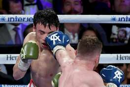 LAS VEGAS, NV - MAY 06:  Canelo Alvarez (R) hits Julio Cesar Chavez Jr. with a left in the sixth round of their catchweight bout on May 6, 2017 in Las Vegas, Nevada. Alvarez won by unanimous decision.  (Photo by Ethan Miller/Getty Images)