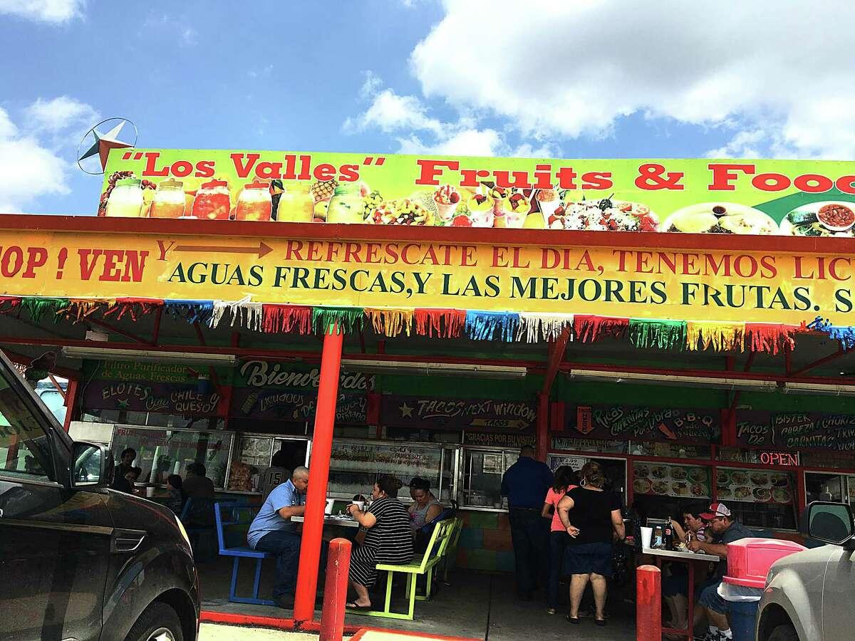 Los Valles, a frutería and taquería on Nogalitos Street.