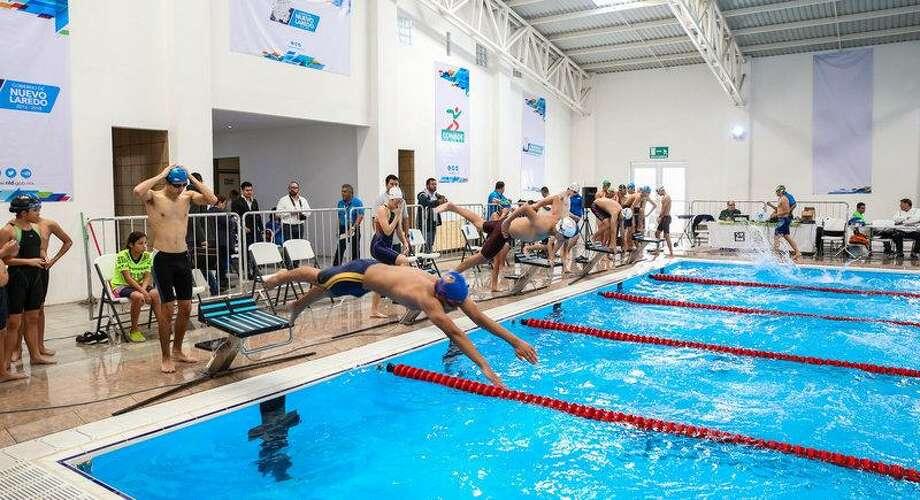 Las inscripciones para los cursos de natación gratuitos que se impartirán en el mes de julio se encuentran abiertas. Photo: Foto De Cortesía