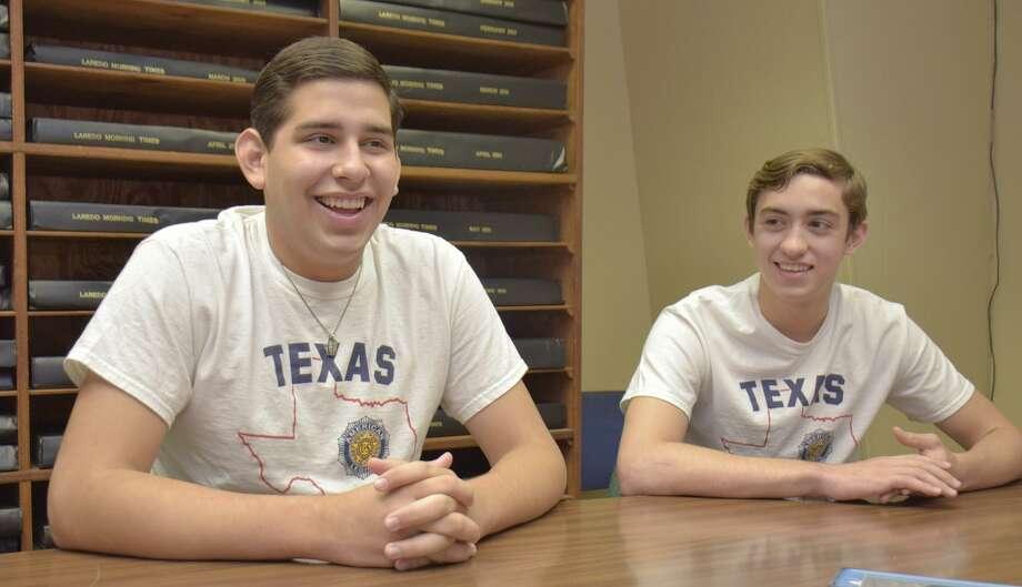 """Teodoro """"Ted"""" García y Creston Jackson hablan sobre sus experiencias en Texas Boys State durante una entrevista en Laredo Morning Times el lunes. Photo: Ulysses S. Romero /Laredo Morning Times / Laredo Morning Times"""