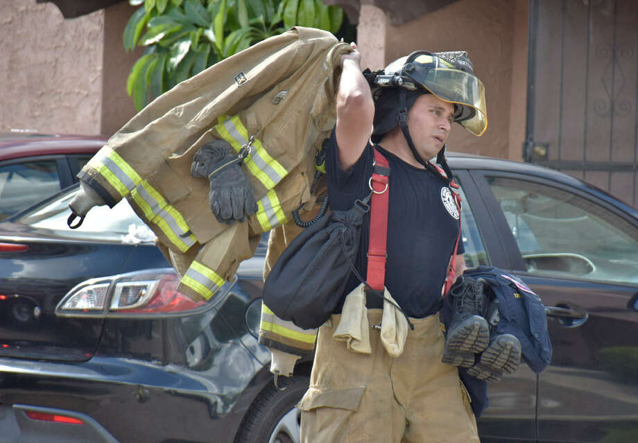 Laredo Fire Department investigate an apartment fire at Mission Viejo at the 5500 block of Mcpherson Rd Monday, June 26, 2017. Photo: Ulysses S. Romero/Laredo Morning Times